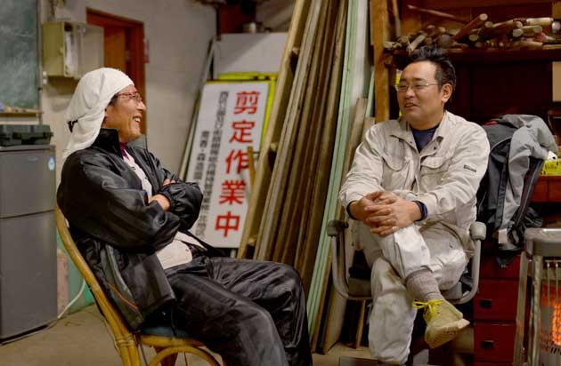 今回は、入社20年目のベテラン、阿部賢一さん(写真右)と、入社18年目の穴沢茂人さん(写真左)の二人が語る「南香園の魅力」についての対談をお送りします。